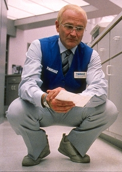 one hour photo sy explains himself One hour photo features a haunting and powerful performance by robin why he's found himself in police then romanek tries to explain sy's.